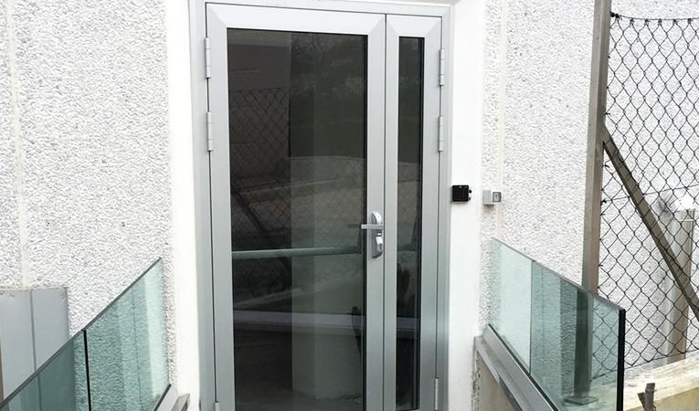 Porte di ingresso in alluminio estruso severini strutture - Maniglia porta ingresso ...