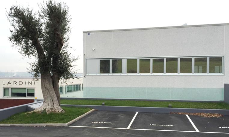 Struttura annegata in fondazione di calcestruzzo con vetri temperati | Severini & C.